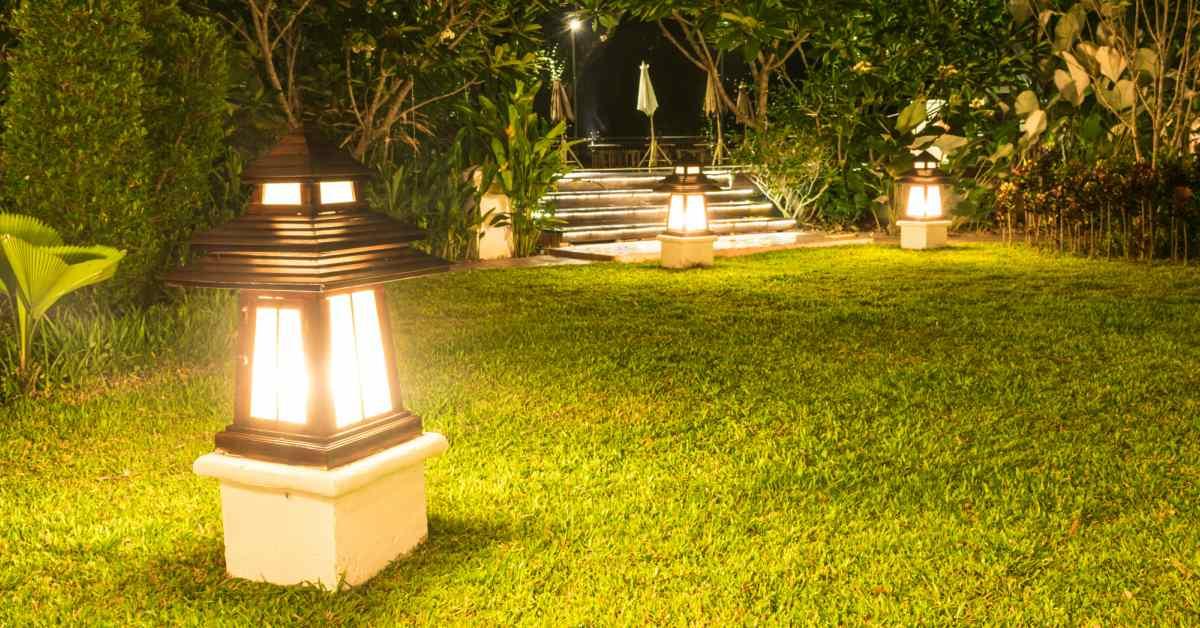 Grote-lampen-in-tuin