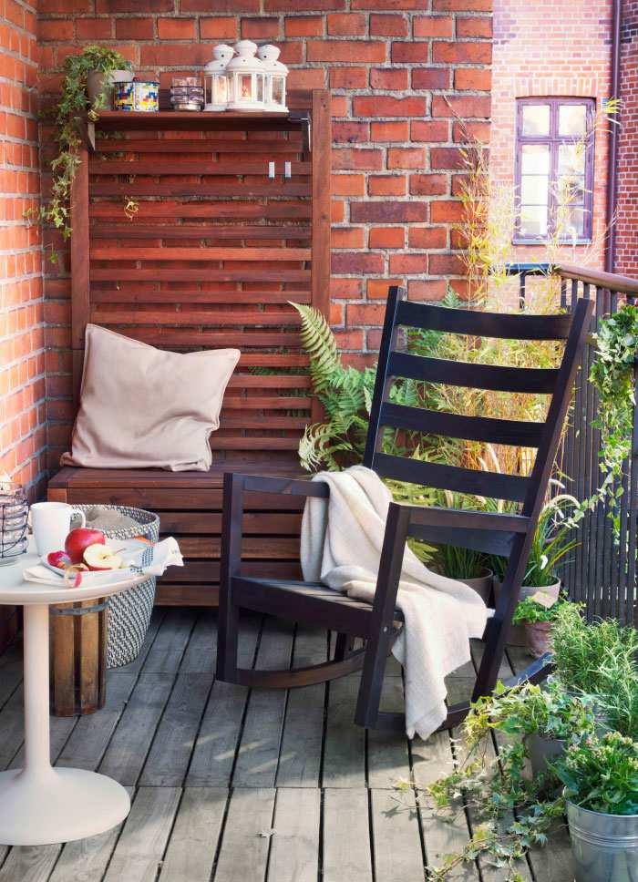 Balkon-met-schommelstoel