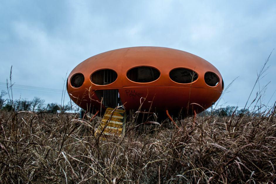 Huisje-in-vorm-van-ruimteschip
