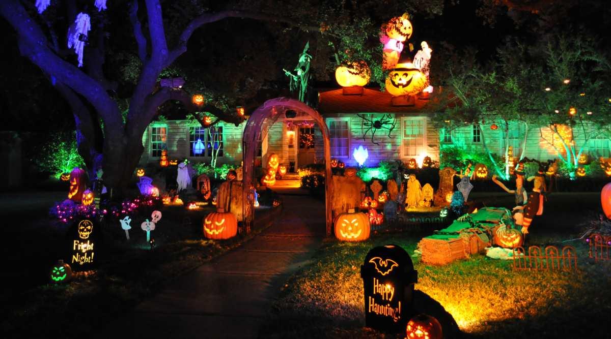 Halloween In Amerika : 21 bijzondere halloween huizen die je alleen in amerika zult vinden ~ Frokenaadalensverden.com Haus und Dekorationen