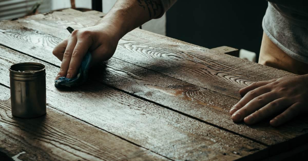 Houten Tafel Behandelen : Houten tafel schoonmaken hout schoonmaken buitenlevengevoel