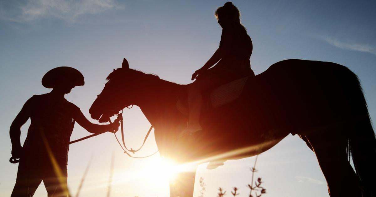 Paardrijden-in-zonsondergang