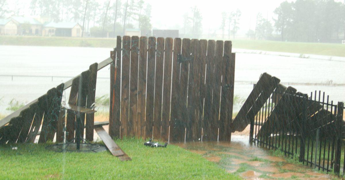 houtens schutting stormschade