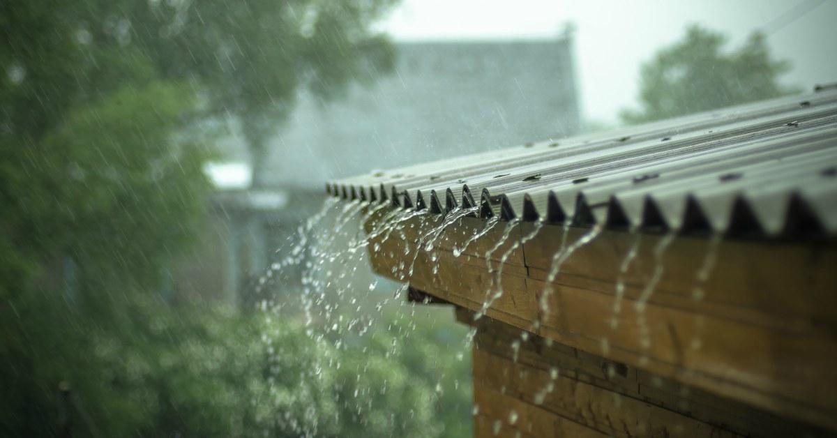 Regen-op-kunststof-overkapping