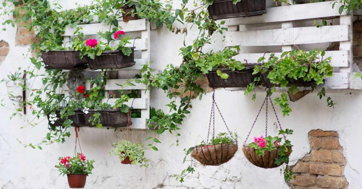 Tuindecoratie voor aan de muur 21 inspirerende voorbeelden for Ideeen voor tuin