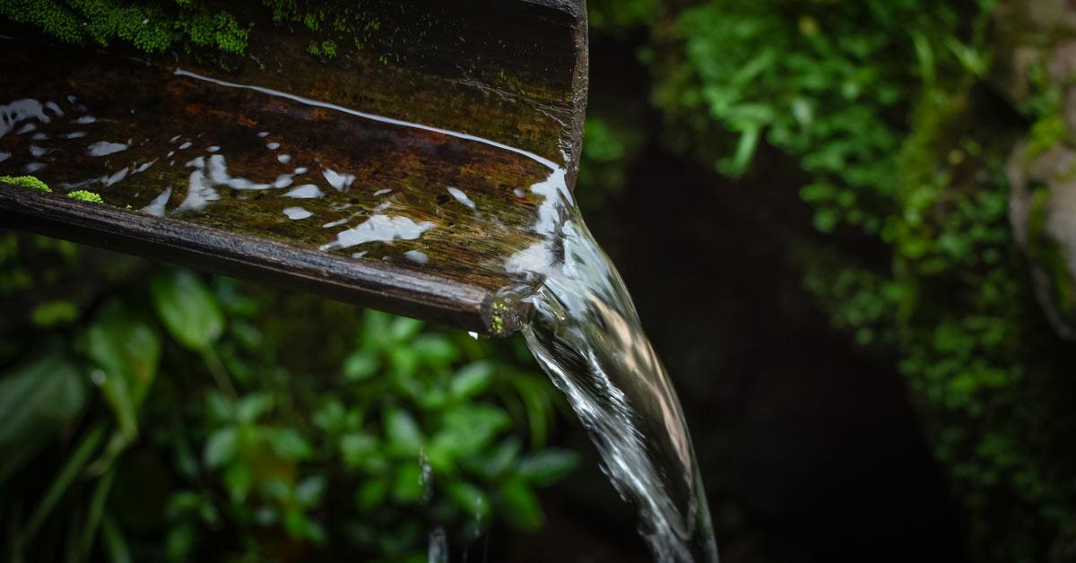 Waterval-in-de-tuin