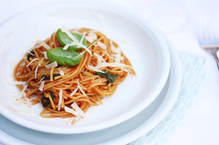 Eenpanspasta met tomaat en basilicum Chikslovefood