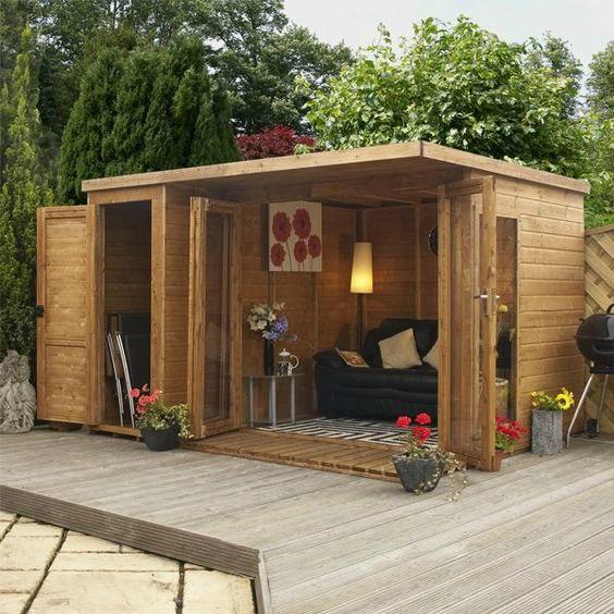 Kleine houten buitenkamer