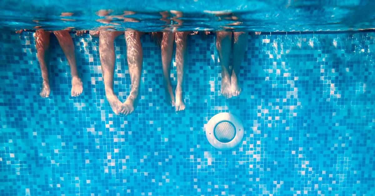 Mensen in het zwembad