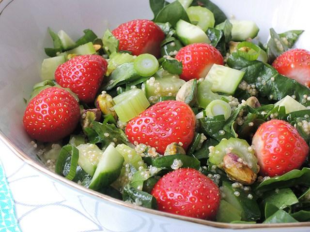 Groene salade met aardbei
