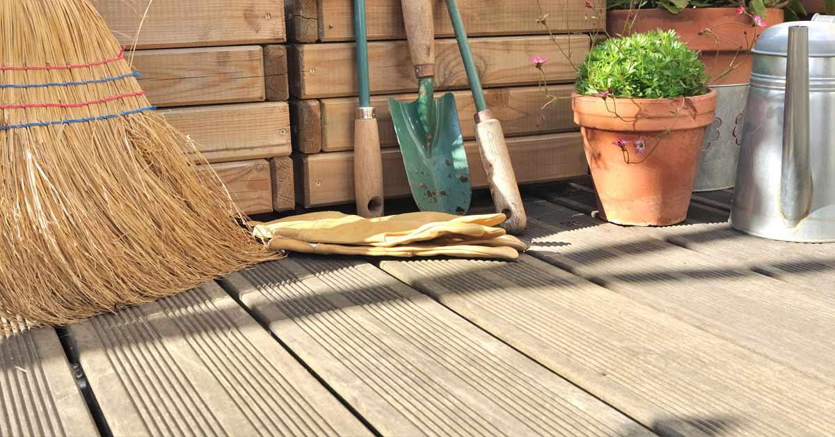 Schone houten vlonder
