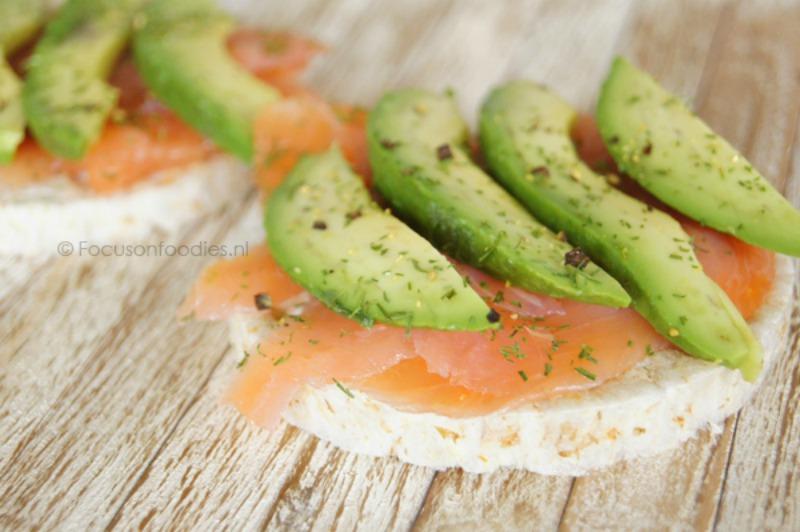 Rijstwafel-met-zalm-avocado