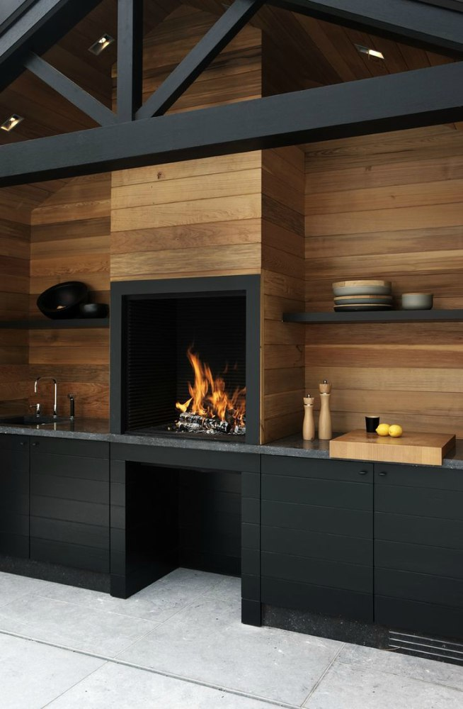 Zwart met houten buitenkeuken