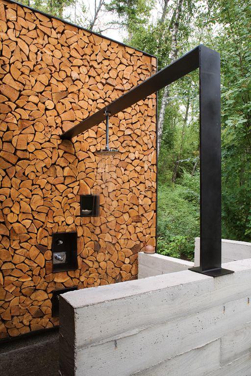 douche met houtblokken