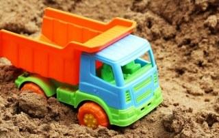 Auto-in-zandbak