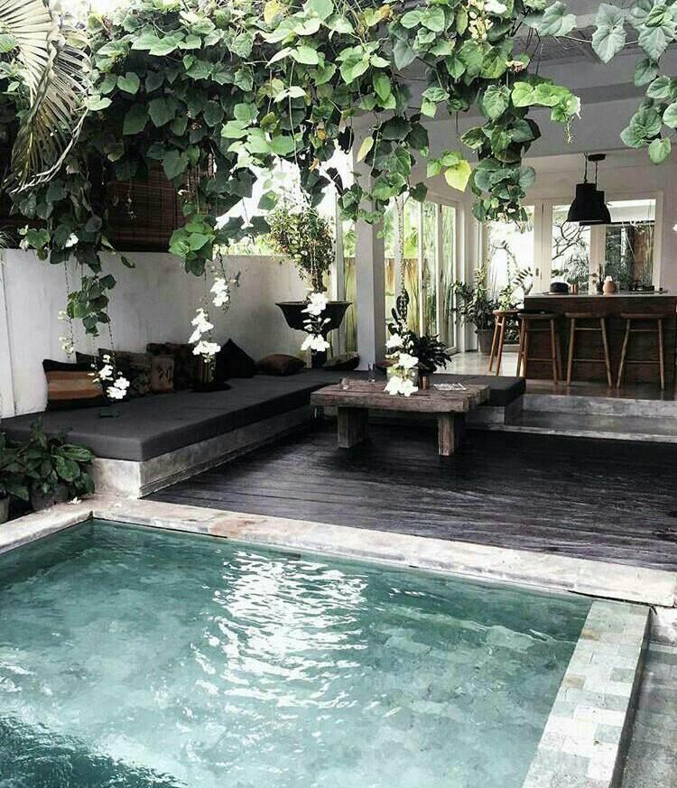 Buiten zwembad binnen