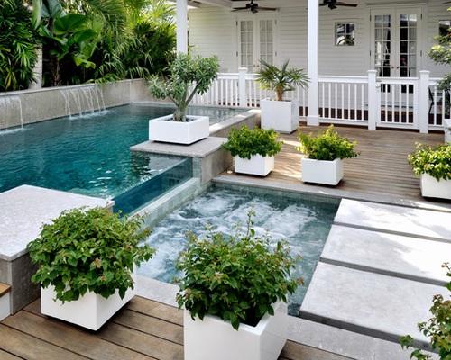 Buitenzwembad en bubbelbad