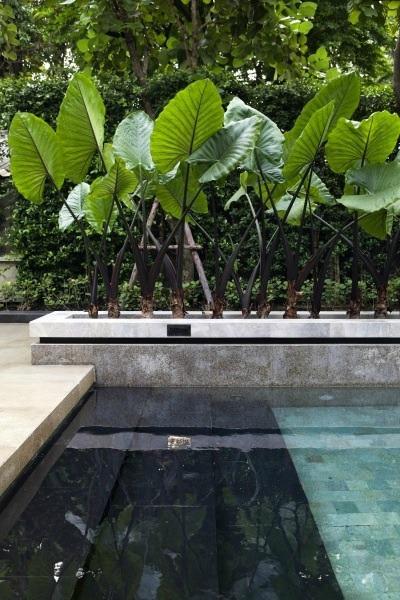 Zwarte trap zwembad