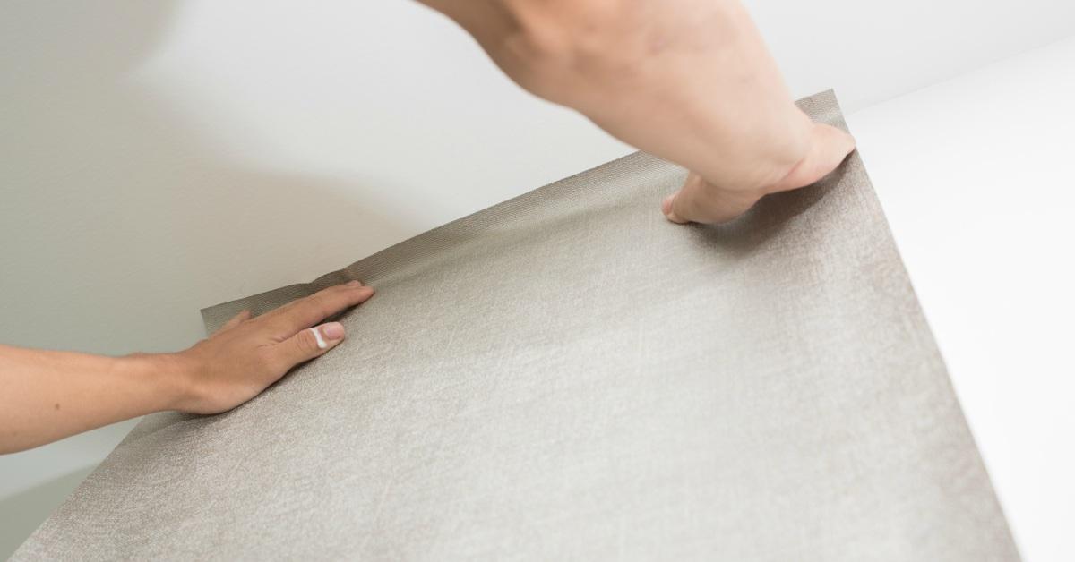 muur behangen met vliesbehang in 8 stappen naar een