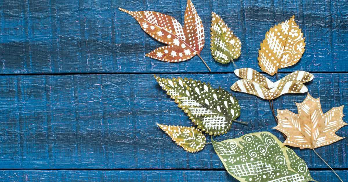 Knutselen met herfstbladeren