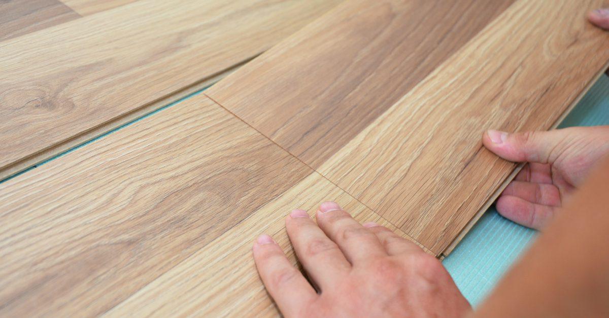 Hoe Laminaat Leggen : In 12 stappen een nieuwe vloer: zo pak je laminaat leggen zelf aan
