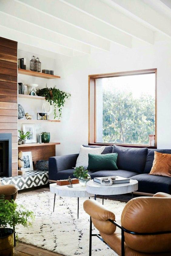 Witte muren en wit plafond woonkamer