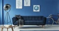 Woonkamer donker blauwe muur