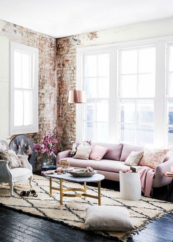 Romantisch interieur roze bank