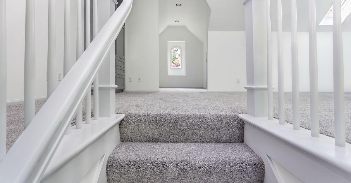 Zelf je trap opknappen: hoe doe je dat? 4 methodes uitgelegd!
