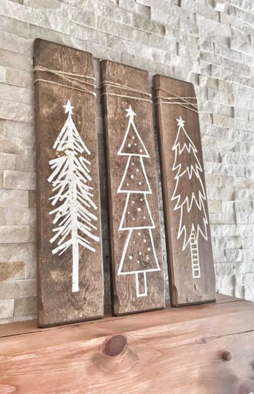 Houten plankjes met kerstbomen