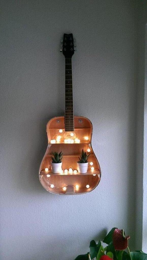 gitaar aan muur