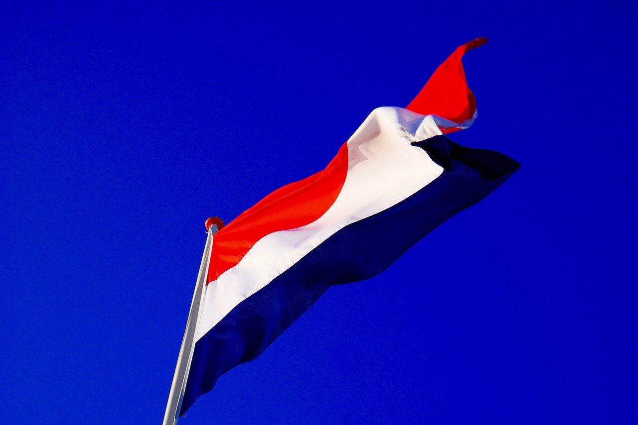vlag in vlaggenmast Nederland